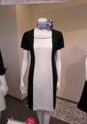 ショールームや展示会で鮮烈な印象を主張する受付制服