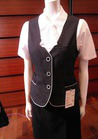 ネイビー&白のコントラストが新鮮で大人な雰囲気の事務服