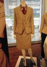 ベージュ×シルバーホワイトストライプが肌を美しく見せる事務服