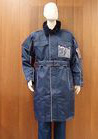 ◇屋外勤務は膝まで温かいロングコートの防寒着で