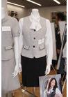 ◇柔らかな襟ぐりのラインが上品な事務用制服
