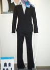 ◇モード感あふれるテーラードシルエットのパンツスーツ制服