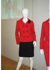 ◇存在感のあるレッドのテーラードジャケットが印象的な制服