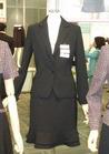 ◇知的スタイルのブラックスーツの事務服