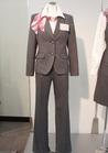 ◇上品なライトグレーのパンツスーツ事務服